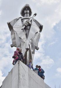 na výlete v Terchovej pri soche Jánošíka